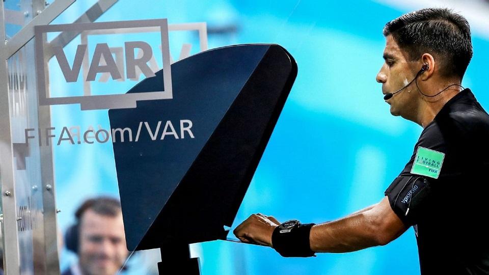 Ilustrasi VAR. (Foto: ESPN).