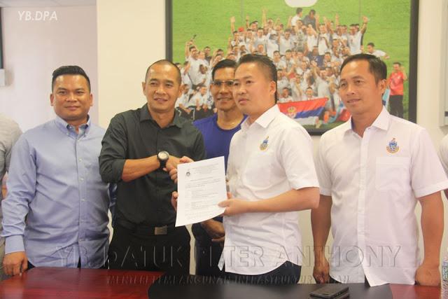 Kurniawan Dwi Yulianto diperkenalkan sebagai pelatih baru Sabah FA. (Foto: Buletin Sabah).