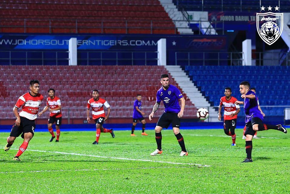 Suasana pertandingan JDT vs Madura United. (Foto: Facebook/Johor Southern Tigers).