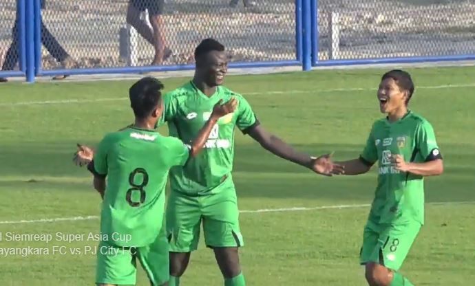 Striker baru Bhayangkara FC, Ezechiel N'Douassel.