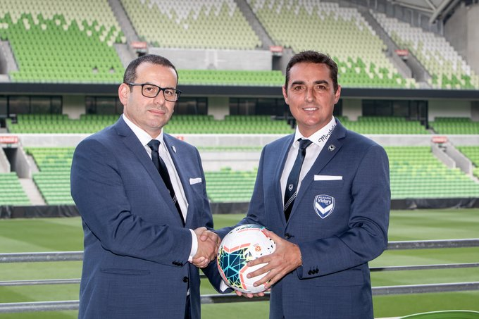 Carlos Salvachua resmi menjabat sebagai pelatih baru Melbourne Victory hingga akhir musim 2019/2020. (Foto: Twitter/@gomvfc).