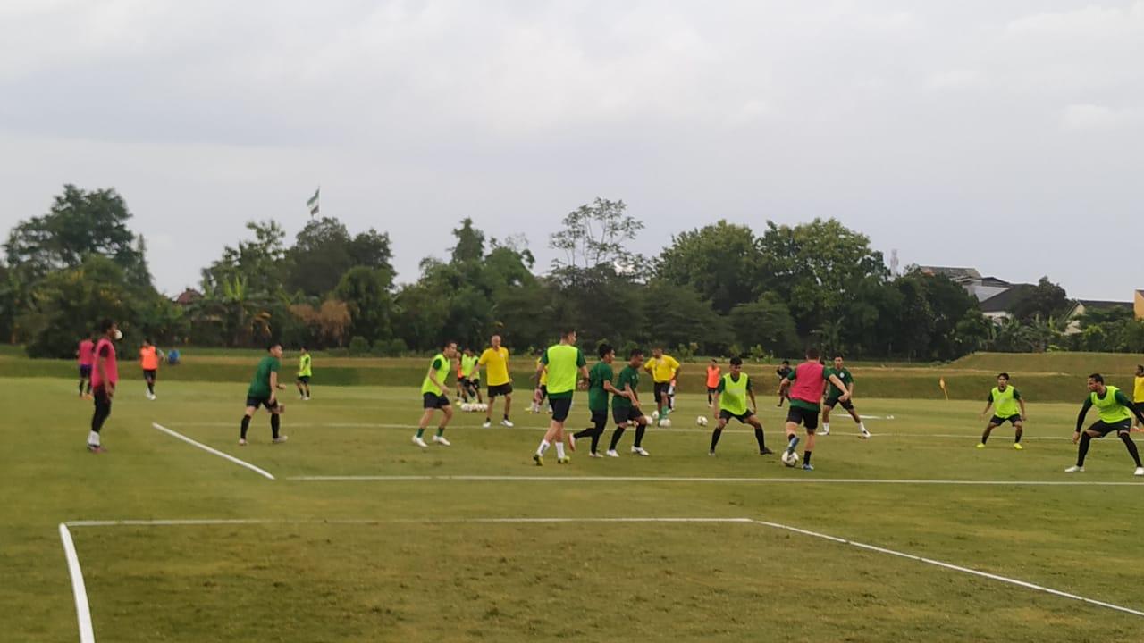 Sesi latihan PS Sleman di Lapangan YIS. (Foto: Istimewa).