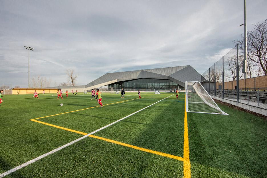 stade-de-soccer-montreal-saucier-perrotte-architectes-hcma-architecture-football-stadium-quebec-canada_dezeen_936_14