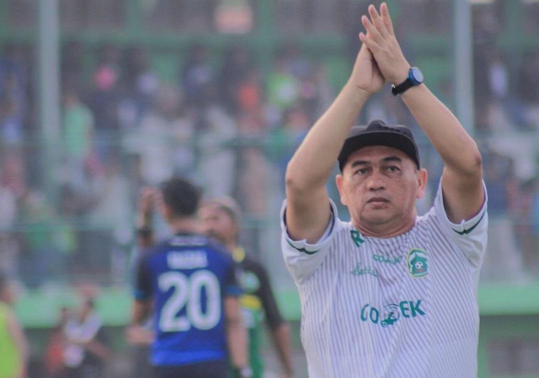 Raja Isa saat menjadi pelatih Persikabo Bogor. (Instagram/@officialrajaisa).