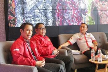 Yunus Nusi (kiri) ditunjuk menjadi Plt Sekjen PSSI. (Foto: Instagram @pssi.pers)