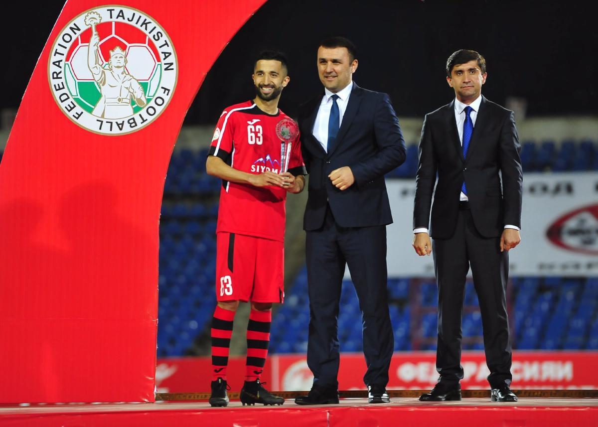 Manuchehr Jalilov terpilih sebagai pemain terbaik Tajikistan Super Cup 2020. (Twitter/@fft_official).